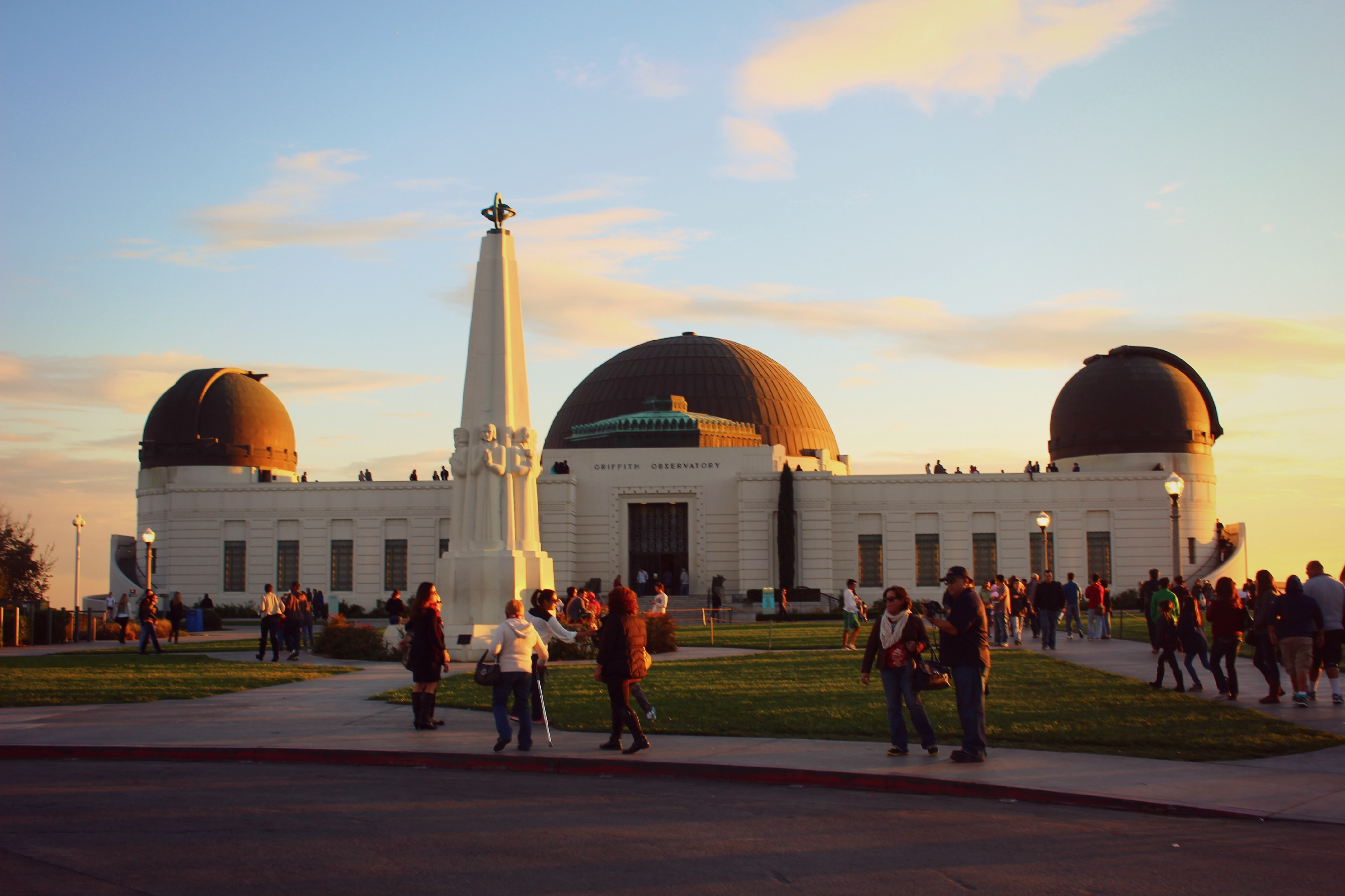 photo essay exploring los angeles a tourist bon voyage we were lucky to grab a parking spot in the griffith observatory lot just before sunset i d suggest arriving a couple hours earlier