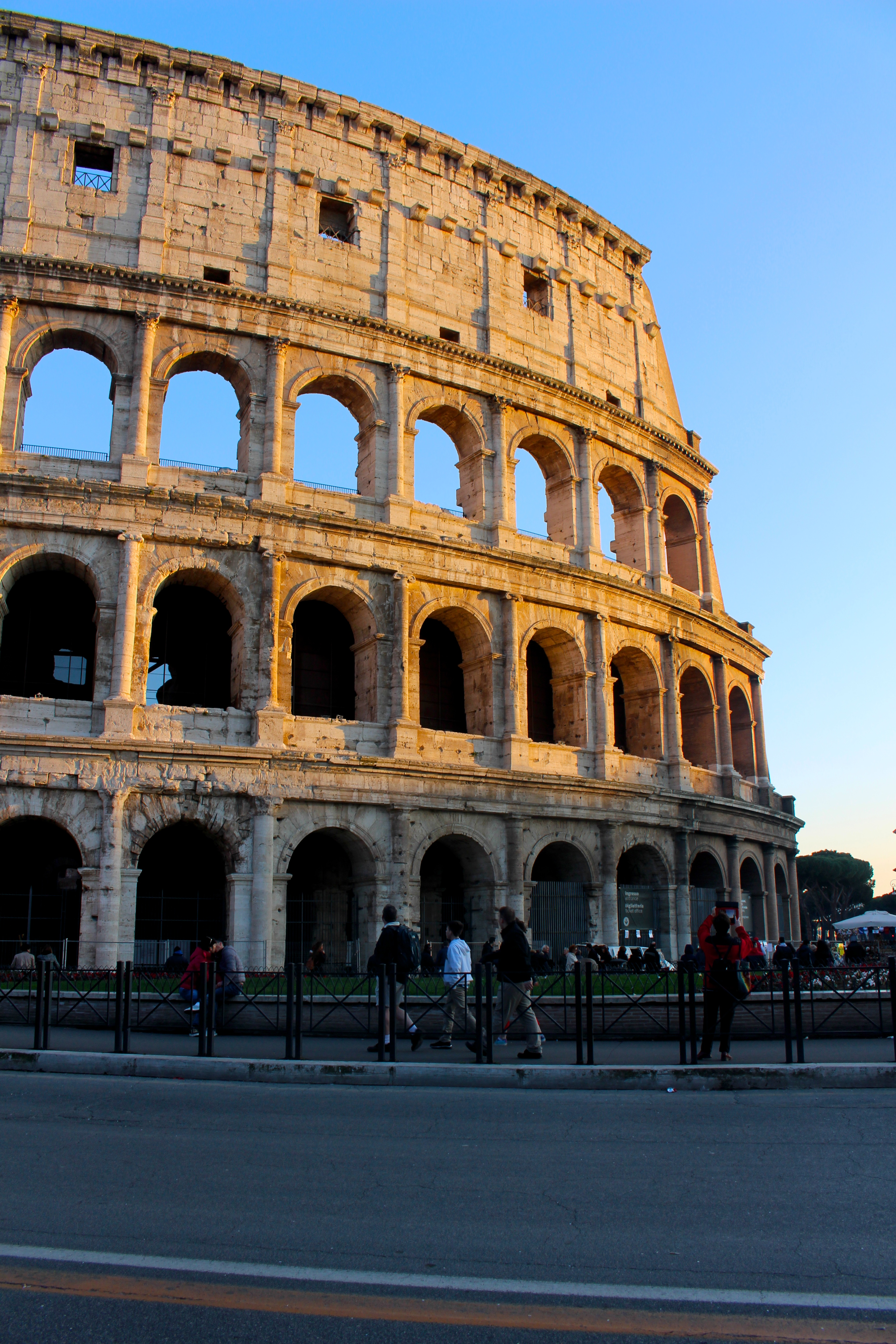 the colosseum legacy The colosseum has the shape of an oval it is elliptical 4 most roman architecture, the building is symmetrically balanced with equal numbers of design.